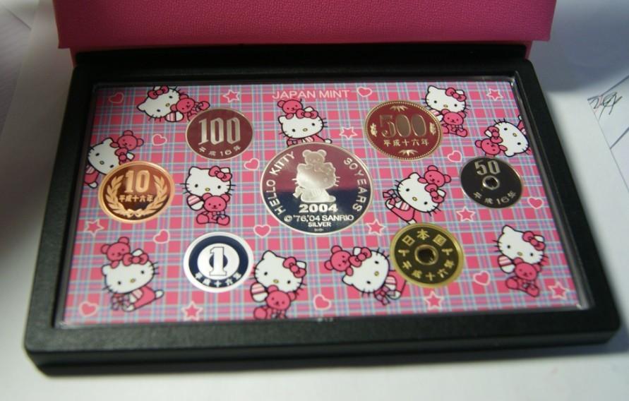 日本hello kitty和多啦a梦 纪念精制币套装 外币 港澳台币交