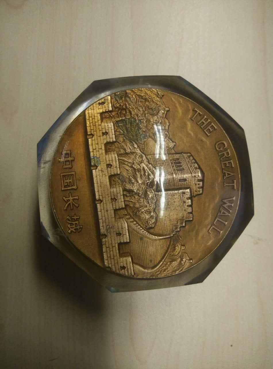 竞拍物品: 中国造币公司中国长城纪念铜章水晶球